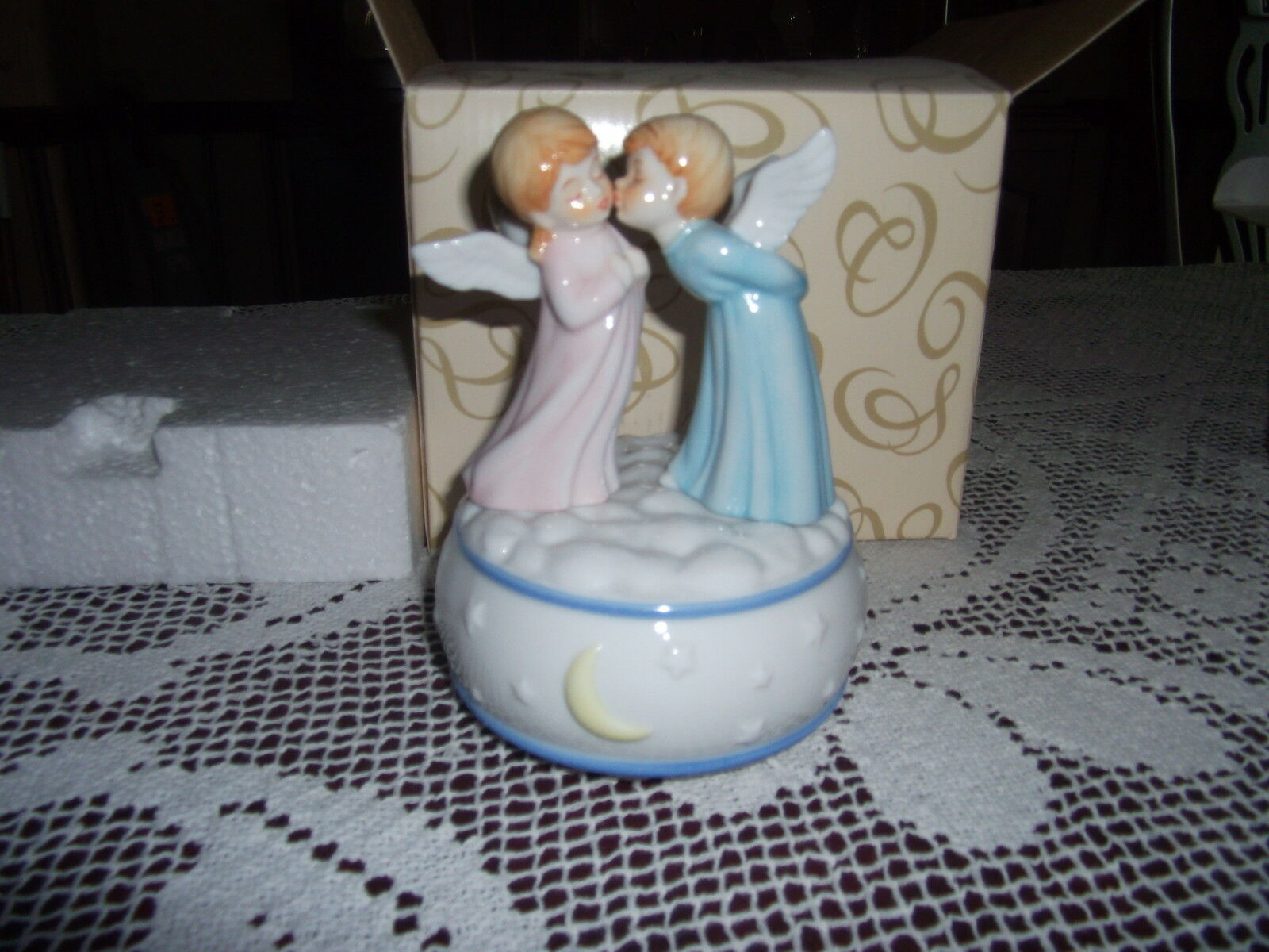 Primary image for NEW San Francisco Music Box Company Kissing ANGELS on Moon & Stars Base
