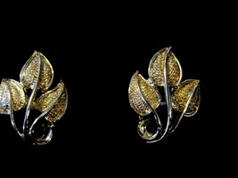 Vintage Caro Gold Tone Pair Clip On Earrings Leaf Costume Fashion Jewelry - $11.66