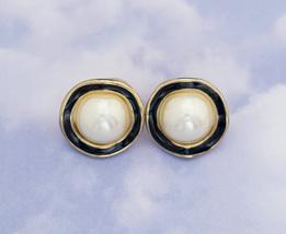 Vintage River of Pearls Stud Earrings H3 - $16.99