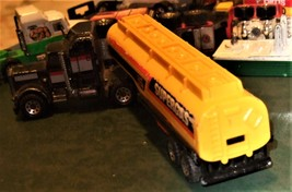 "Matchbox -  Convoy PETERBILT ""SUPERGAS TANKER"" image 6"