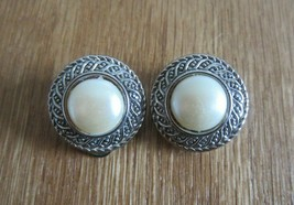VINTAGE SILVER TONE FAUX PEARL CABOCHON ROUND BUTTON  CLIP ON EARRINGS E... - $14.50