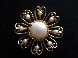 Vintage gold tone flower faux pearl pin brooch stunning   - $18.00
