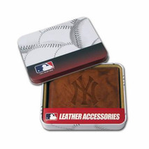 NEW YORK YANKEES REAL LEATHER BROWN EMBOSSED LOGO BILLFOLD OR TRIFOLD WA... - €21,29 EUR