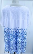 Chico's White & Blue Printed Back Pleat Short Sleeve Knit Top Size 2 NWOT - $29.99