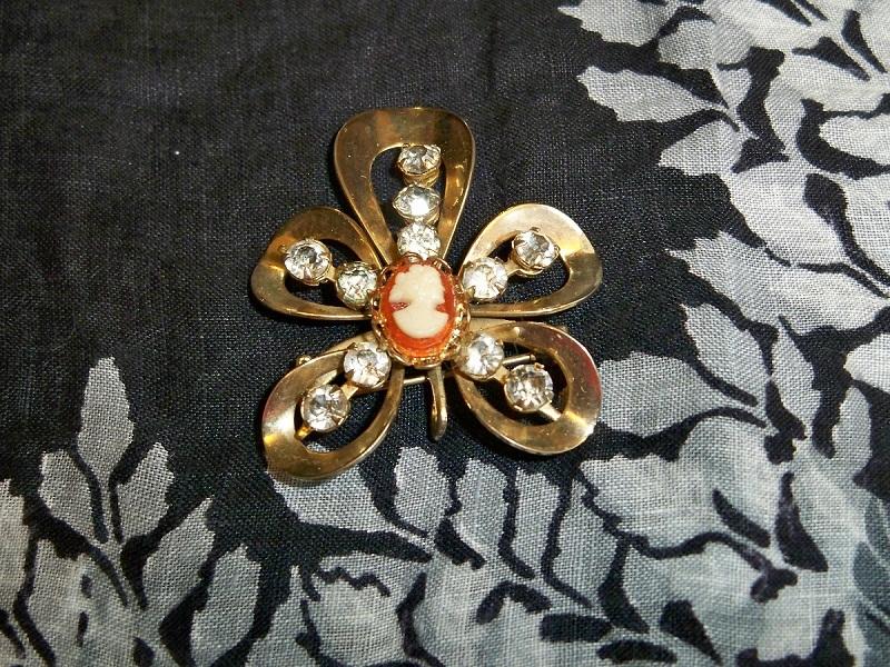 Vintage cameo brooch pendant1