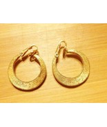 Vintage Textured Gold Tone Hoop Earrings Clip O... - $14.70