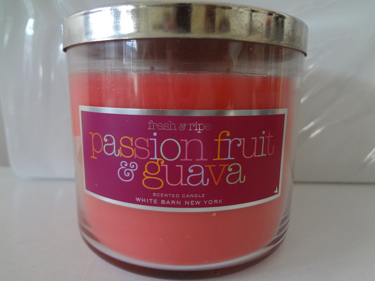 Bath & Body Works PASSION FRUIT & GUAVA Scented Candle 14.5 oz / 411 g