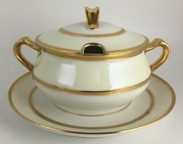 Haviland Limoges Schleiger 1003 Gravy boat with attached under plate & lid - $95.00