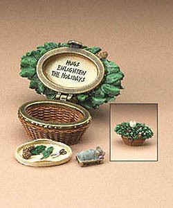 "Boyds Treasure Box ""Merry's Holiday Basket w/Berry McNibble"" #392166 -NIB-2E-Ret"