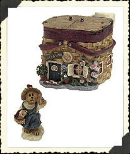 """Boyds Route 33 1/3 Village """"Molly's Picnic Palace"""" 1E* Style  #19910*NEW*Retired"""