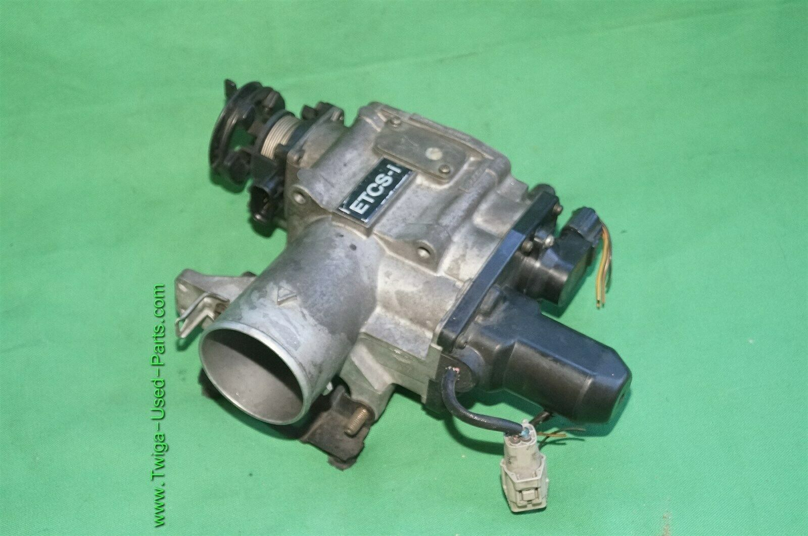Lexus SC300 GS300 IS300 2JZGE Throttle Body Valve Assembly 22030-46220