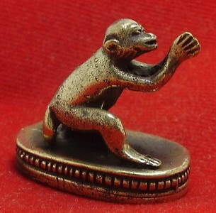 TINY THAI BRASS AMULET LOVE ATTRACTION APPEAL MAGIC MONKEY LUCKY THAILAND GIFT image 4