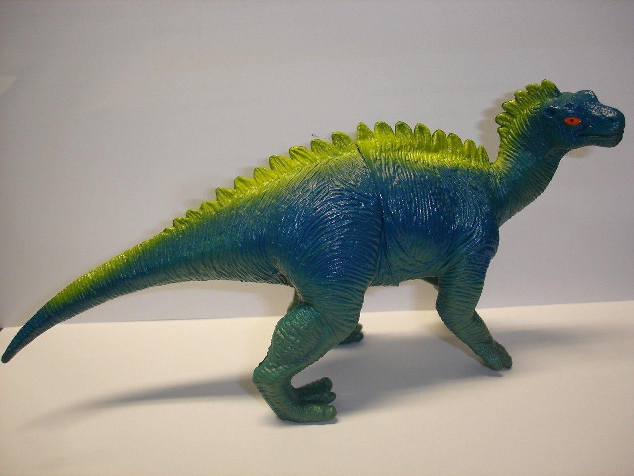 """Used 4"""" tall plastic Scelidosaurus dinosaur figurine figure"""