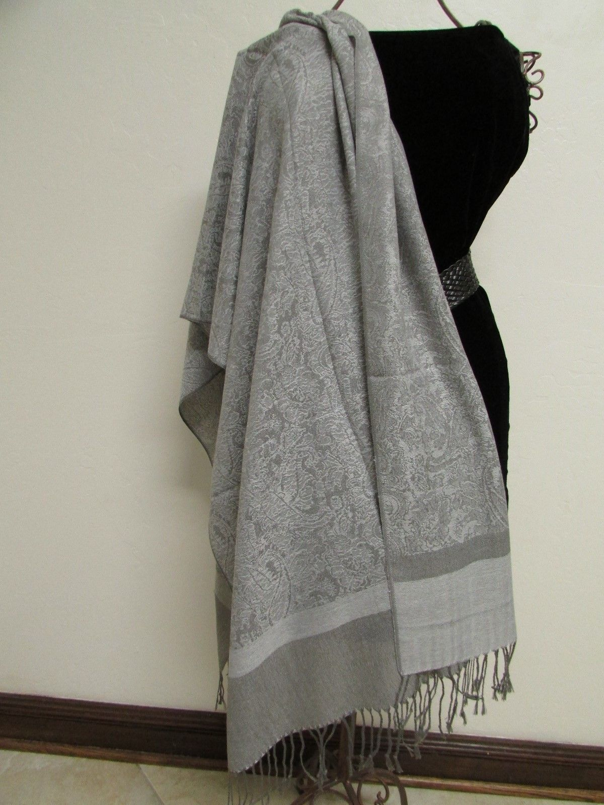 Exquisite Pashmina And Silk Scarf, Shawl Tone On Tone Gray