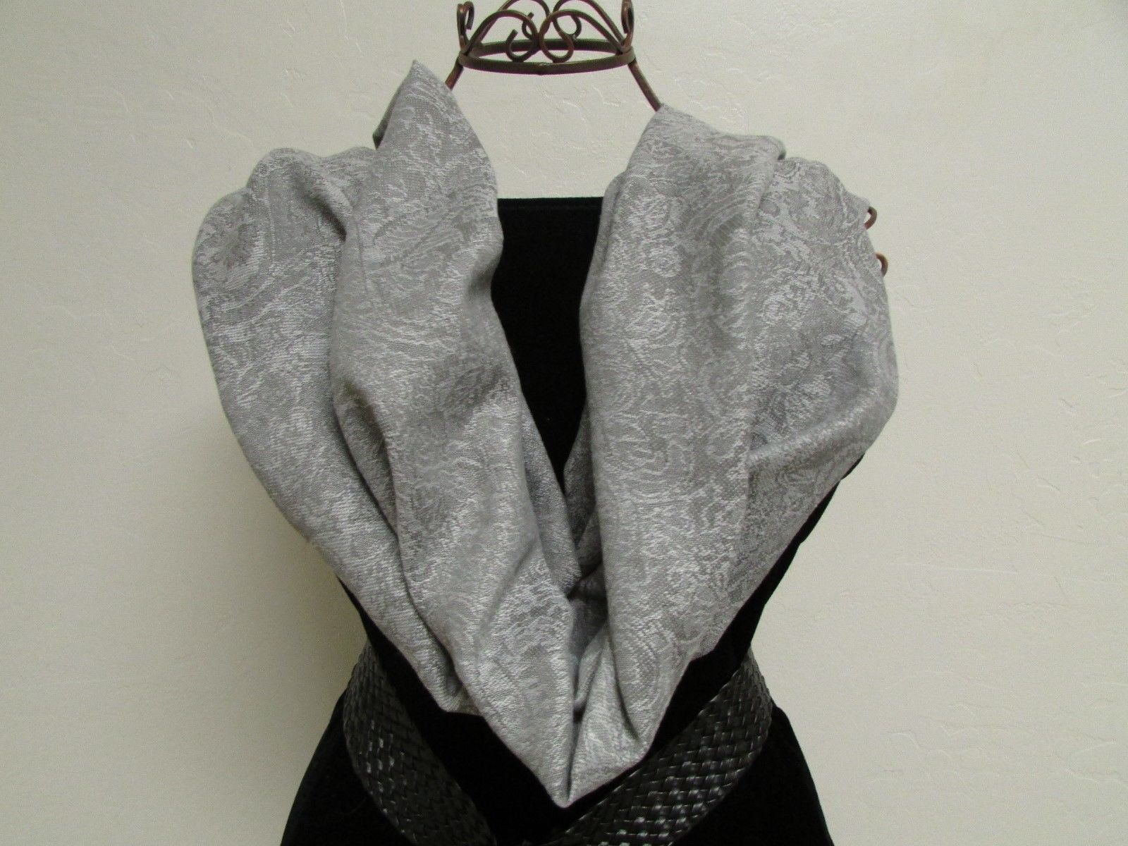 Exquisite Pashmina And Silk Scarf, Shawl Tone On Tone Gray image 2
