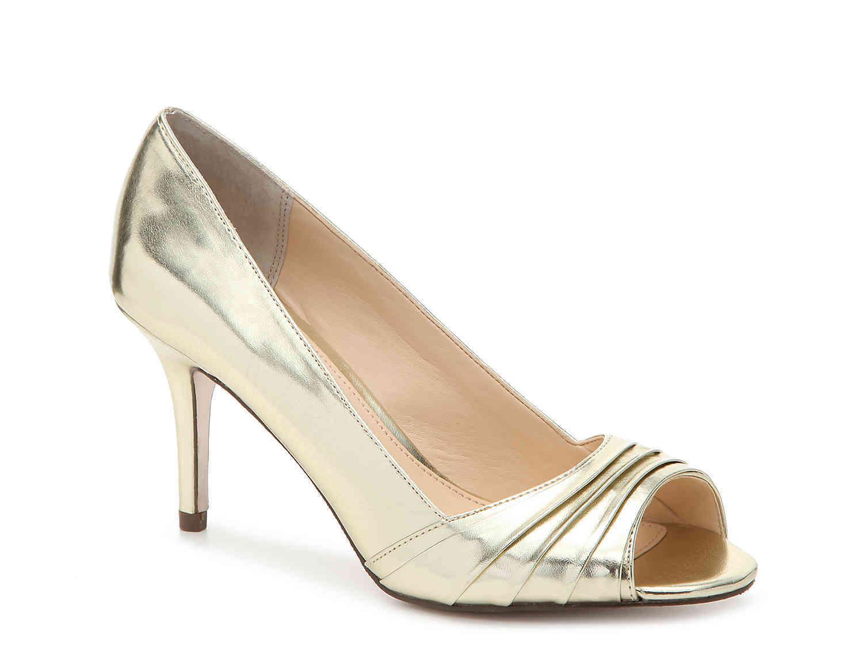 new nina vesta pumps / heels size 7.5 gold foil faux metallic leather - $65.00