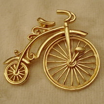 Avon Big Wheel Bicycle Pin Bold Gold Tone Antique Spinning Wheel FUN VTG... - $19.75