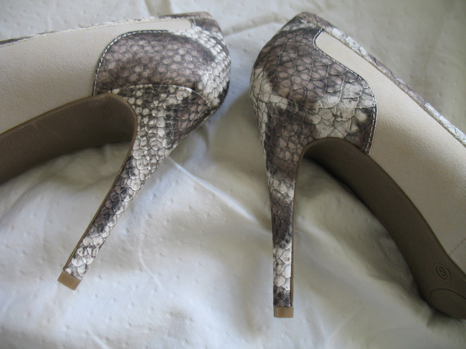 Forever Paula Abdul Size 8 Exotic Print Pump New High Heel Beige Avon Club Style image 6