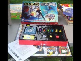 BREAK THE SAFE 2003  Beat the clock BY MATTEL BOARD GAME - $32.00