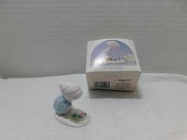 1989 Enesco Mini Monthly Figurine February Flowers Thru Snow - $0.98