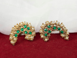 Lovely Vintage Screw Back Earrings Green Crystals and Tiny Pearl Beads F... - $5.78