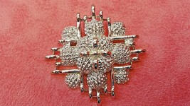 MONET SILVER TONE PIN BROOCH - £7.67 GBP