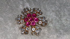 New pin brooch gold tone flower snowflake pink & clear rhinestone center... - $18.00