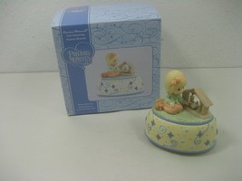 Precious Moments Girl Admiring Nativity Musical Box Plays Away in a Manger - $13.98