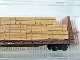 Micro-Trains # 05400290 Seaboard 61' Bulkhead Flat Car with Lumber Load N-Scale image 3