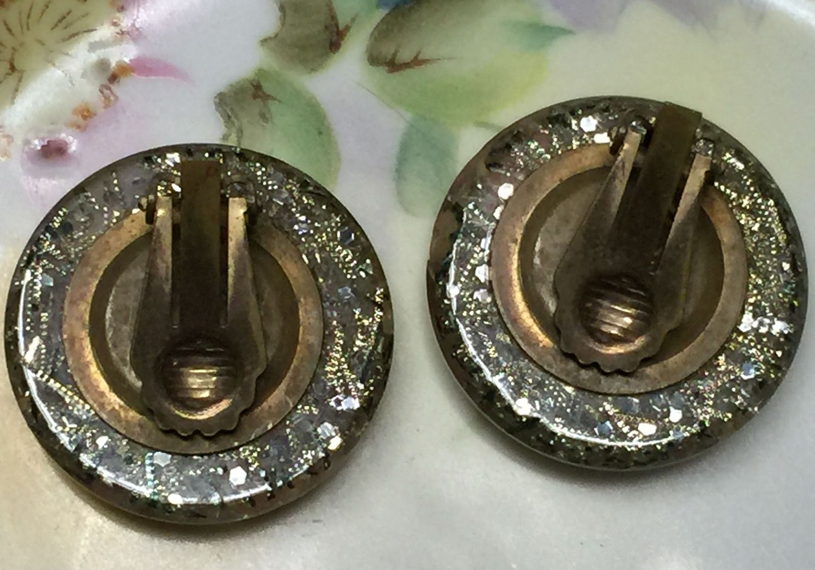 VTG 40s Pink Flowers Gold Flake Silver Glitter 3D Acrylic Round Clip On Earrings image 5