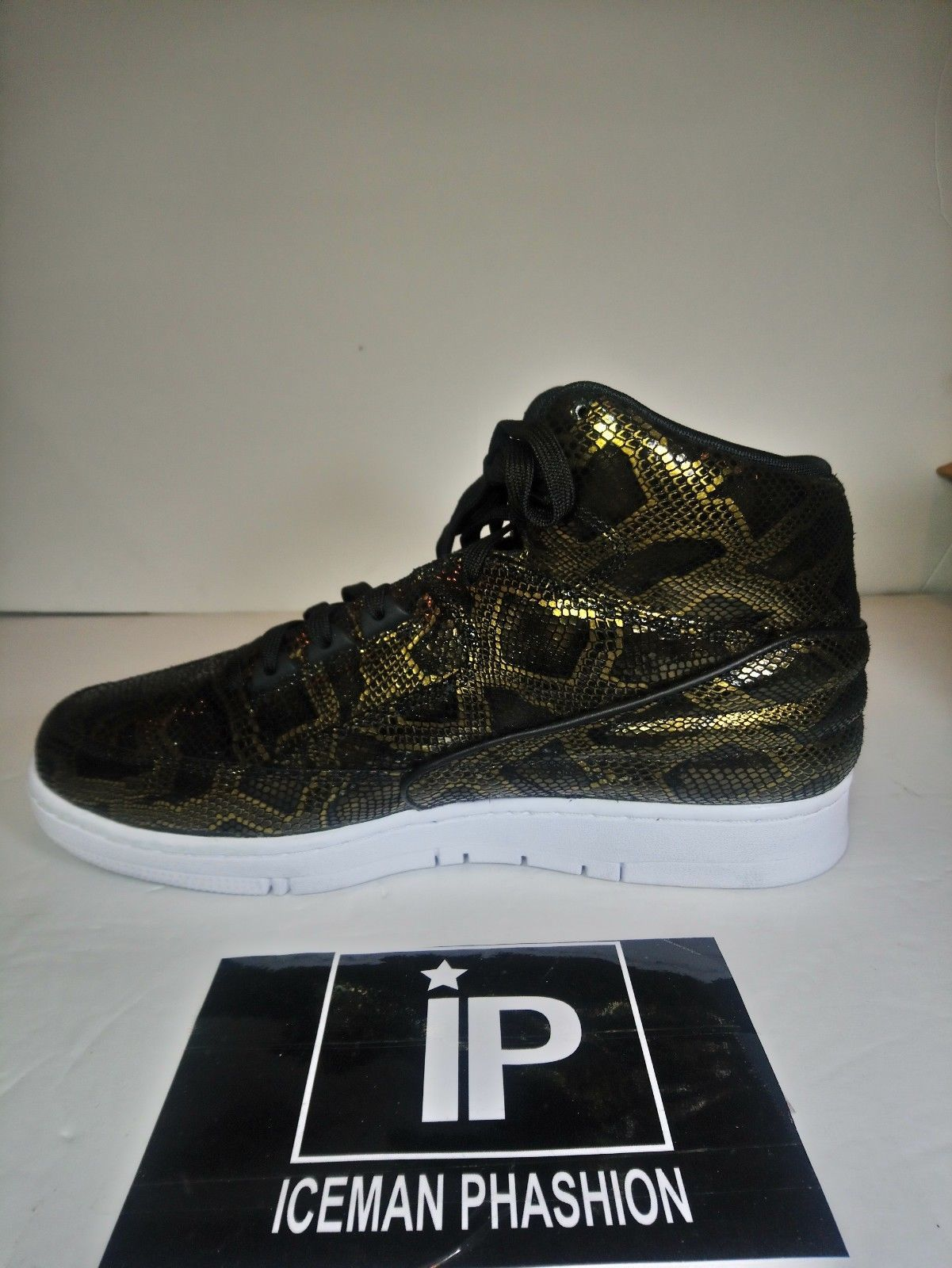 NIke Air Python Sneakers Premium Black Metallic Gold 705066 002 Men's Size 10.5