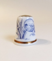 Cairo Spode Thimble Vintage Fine Bone China England Blue White Gold Trim - $20.00