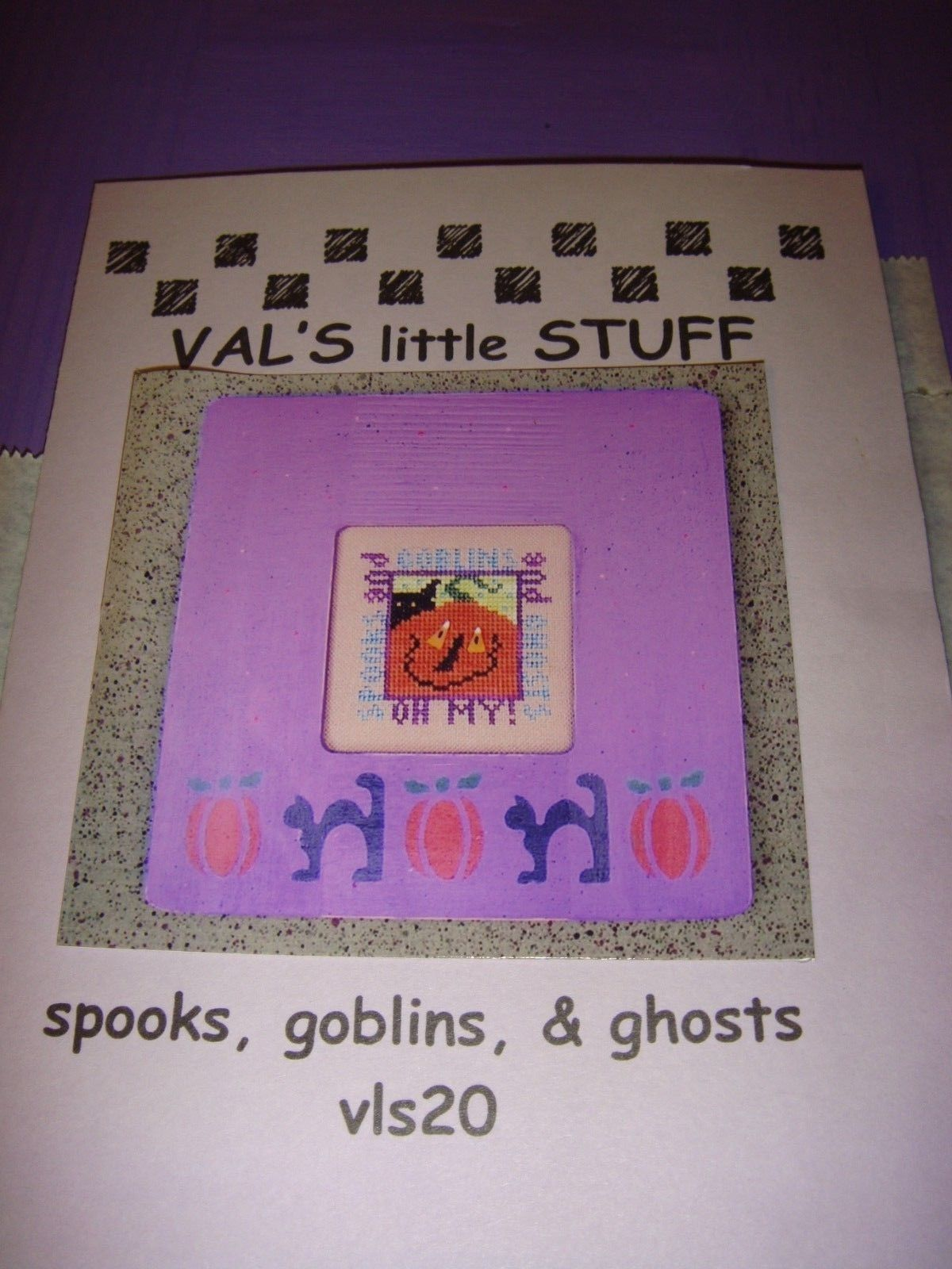 Val's Little Stuff Halloween Cross Stitch Pattern Plus Frame Fabric And Buttons image 9