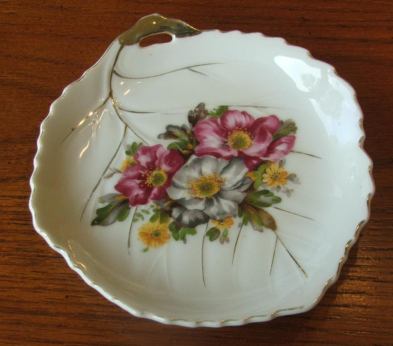 Rose and Gold Trim Small Candy Leaf Tray Plate