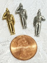 SALUTING SOLDIER FINE PEWTER PENDANT CHARM image 2