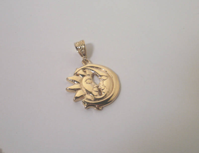 14K Gold Gep Sun and Moon Facing each other Pendant  Lifetime warranty