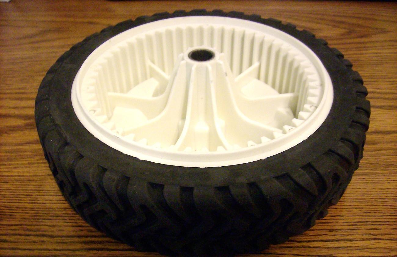 Toro Recycler self propelled drive wheel 105-1815, 1051815