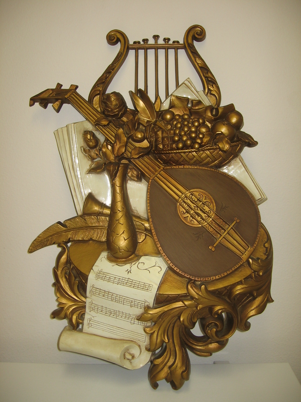 Syroco 1971 Musical Instrument Wall Hanging Plaque 7236 Lyre Mandolin Rose Fruit
