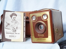 Kodak Brown Brownie Model F English  Vintage Box Camera c/w Inst  - Nice - - $30.00