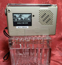 Vintage 9 BAND World Radio By Bell and & Howell image 6