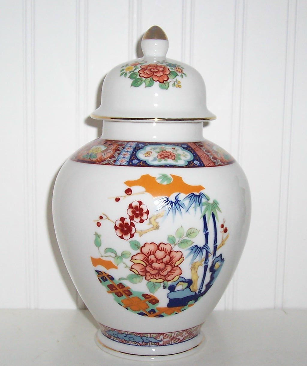 Primary image for VINTAGE IMARI WAREJAPAN GINGER JAR BEAUTIFUL FLORAL DESIGN /OLD & SIGNED