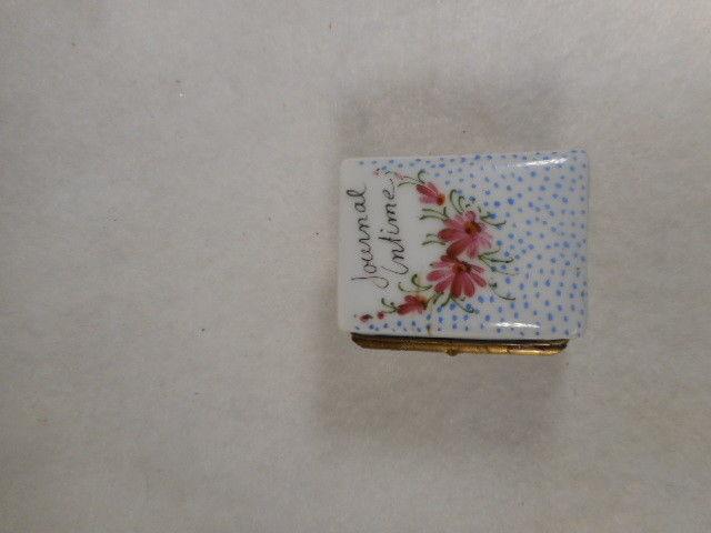 Vintage Hand Painted French Limoges Porcelain Journal Dresser Trinket Box Signed