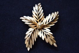 VTG Flower Statement Brooch Coat Sweater Pin Signed Art Holiday Costume ... - $12.19