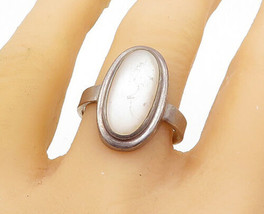 AVON 925 Silver - Vintage Mother Of Pearl Oval Cocktail Ring Sz 10 - R15937 - $30.11