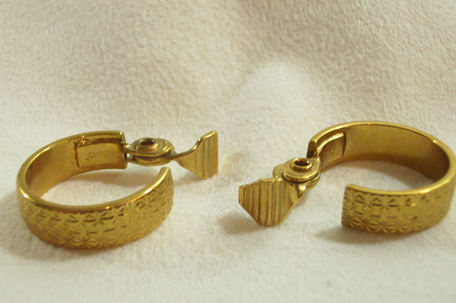 Monet Gold Plate Cross Hatch Design Hoop Clip On Earrings Vintage