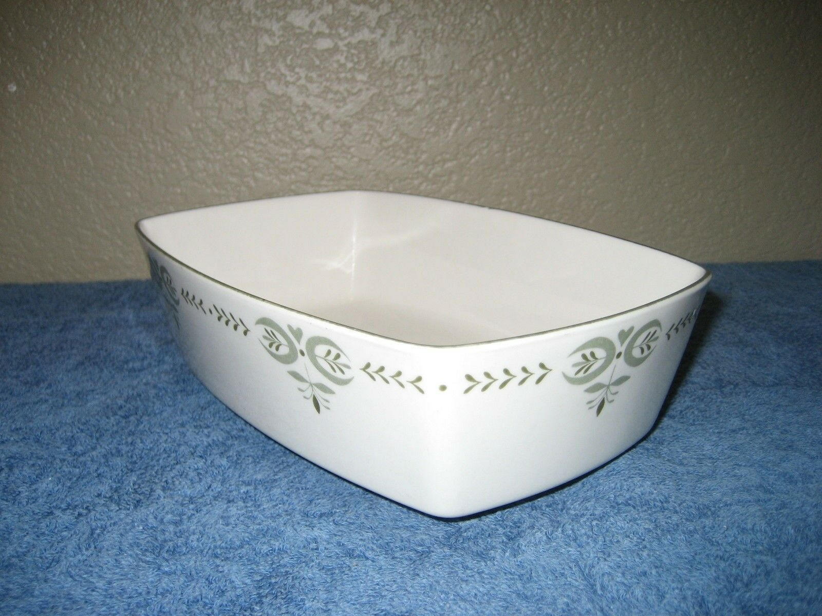 """Vintage Franciscan Tiempo Dark Olive Berry Bowl 4.5/"""" Great shape Smooth"""