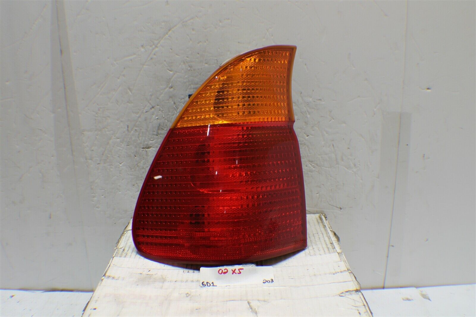 Primary image for 2000-2003 BMW X5 Left Driver Amber Lens OEM tail light 203 6D1