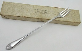 "Wm. Rogers silverplate 7 3/8"" long handle pickle/olive fork 1910 Daisy NIB - $21.60"