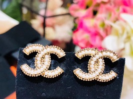 NEW AUTH CHANEL GOLD LARGE CC PEARL CLIP ON EARRINGS RARE image 1