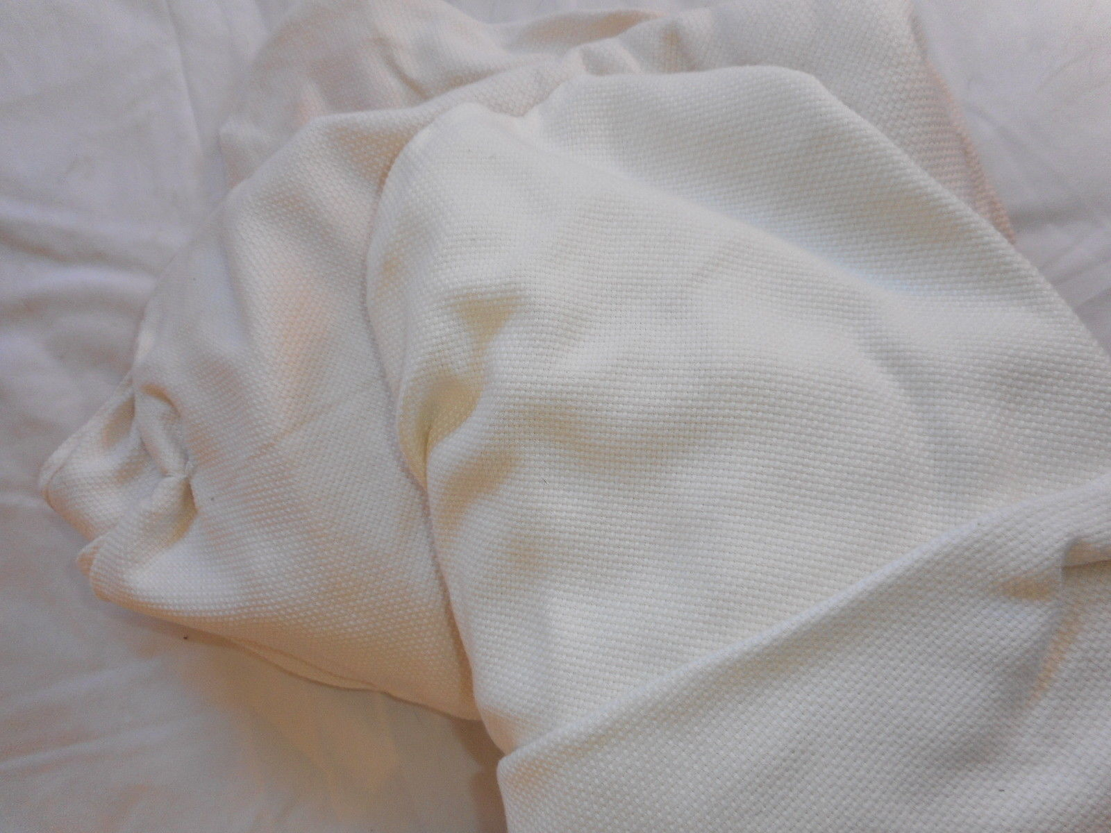 Lot of 4 creamy off white ruched / gathered 70 inch round tablecloths